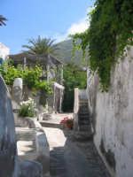I vicoletti di Ginostra (fraz. di Stromboli)  - Stromboli (6171 clic)