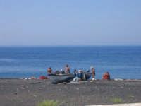 Pescatori sulla spiaggia di Fico Grande (Stromboli)  - Stromboli (8233 clic)