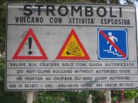 Segnaletica all'ingresso del porticciolo di Stromboli  - Stromboli (6703 clic)
