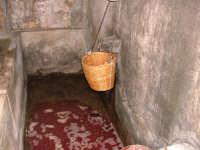 vendemmia 2005 - la vasca di raccolta del mosto CASTELLANA SICULA Antonio Di Gangi