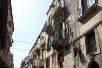 piante grasse al posto dei gerani sul balcone di casa  - Siracusa (3392 clic)
