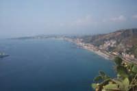 vista dall'alto di Giardini di Naxos  - Taormina (6436 clic)