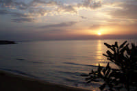 giochi di luce in un alba estiva di Avola  - Avola (2615 clic)