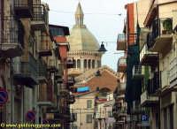 La cupola della Chiesa Madre vista dalla via Vittorio Emanuele  - Favara (6848 clic)