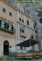 Monte Pellegrino - Santuario di S.Rosalia,costruito nel XVII secolo attorno alla grotta dove la legg