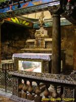 Monte Pellegrino - Interno del Santuario di S.Rosalia - secondo la leggenda, qui nel 1624 furono ritrovate le ossa della Santa che, portate in processione, liberarono la città dalla peste.  - Palermo (2038 clic)