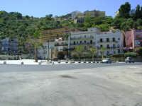 Piazza Caronesi nel Mondo  - Caronia (4341 clic)