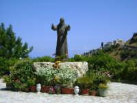 Statua di Padre Pio  - Caronia (6176 clic)