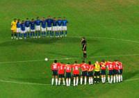Stadio Renzo Barbera - Italia-Norvegia - Settembre 2004 - 1 minuto di silenzio per i bambini di Beslan (Ossezia)  - Palermo (3520 clic)