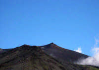 L'Etna è il maggiore vulcano attivo d'Europa con i suoi oltre 3300 m di altezza ed un diametro basale di circa 40 km.  - Etna (1808 clic)
