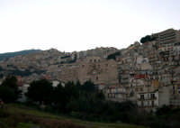 Piccolo paese alle pendici del monte omonimo, Cammarata.  Il nome Cammarata deriva dal greco bizantino Kàmara che significa stanza a volta. Il borgo ebbe origini arabe e nel 1087 venne assediato da Ruggero II d'Altavilla, principe normanno.  - Cammarata (3902 clic)