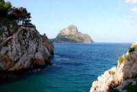 Sant'Elia sullo sfondo Capo Zafferano  - Sant'elia (3090 clic)