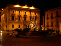 Siracusa Ortigia - Piazza Archimede - Fontana Diana.  - Siracusa (9298 clic)