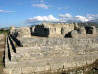 Resti del tempio della Vittoria, in stile dorico di 56 per 22 metri con 14 colonne sui lati lunghi, dedicato a Zeus. Himera fu una colonia greca di Sicilia, fondata nel 648 AC da Calcidesi provenienti da Zancle.  - Hymera (12772 clic)