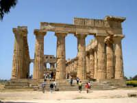 Situata su di una spianata alta circa 30 metri s.l.m., Selinunte prende il nome dal Selinon. Venne fondata da coloni di Megara Hyblaea guidati dall' ecista Pammilos, nel VII secolo a.C. Tempio E.  - Selinunte (2577 clic)