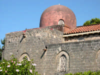 La Chiesa di San Giovanni dei Lebbrosi è stata eretta da Roberto il Guiscardo nell'anno 1071 sui rud