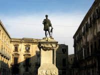 Piazza Bologni aperta verso il 1566 vi si trova la statua di Carlo V, opera di Scipione Li Volsi. PA