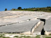 Nella notte tra il 14 e il 15 gennaio 1968 un violento terremoto distrusse sino alle fondamenta la città di Gibellina. A perenne ricordo di quella tragedia le rovine dell'antica città di Gibellina sono state trasfigurate in opera d'arte, ricoprendo le rovine con una colata di cemento.  - Gibellina (4131 clic)