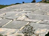 Nella notte tra il 14 e il 15 gennaio 1968 un violento terremoto distrusse sino alle fondamenta la città di Gibellina. A perenne ricordo di quella tragedia le rovine dell'antica città di Gibellina sono state trasfigurate in opera d'arte, ricoprendo le rovine con una colata di cemento bianco.  - Gibellina (3467 clic)