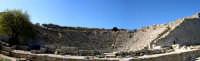 Il teatro. Edificato nel III sec. a.C. in periodo ellenistico, ma sotto la dominazione romana, è costituito da un perfetto e vasto emiciclo di 63 m di diametro sistemato su un pendio roccioso.  - Segesta (2365 clic)