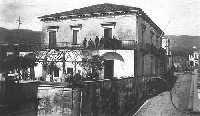 Il Municipio della vecchia Mascali in una foto degli anni '20  - Mascali (8457 clic)