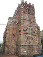 Absidi della chiesa di San Pietro e Paolo.  - Casalvecchio siculo (5769 clic)
