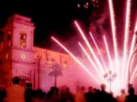 Fuochi d'artificio in piazza Duomo per la festa di S. isidoro  - Giarre (6585 clic)