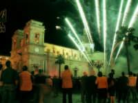 Fuochi d'artificio in piazza Duomo per la festa di S. isidoro  - Giarre (5004 clic)