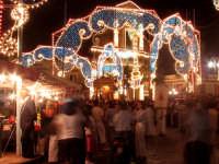 Festa di San Vito, il fercolo con San Vito in cammino per le vie del paese  - Macchia di giarre (5540 clic)