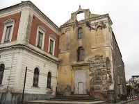 La chiesa un tempo annessa al Convento dei Padri Agostiniani scalzi. Oggi in totale abbandono  - Giarre (5217 clic)