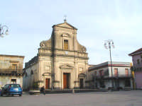 Piazza San Vito e chiesa madre dedicata alla Madonna della Provvidenza  - Macchia di giarre (6518 clic)
