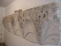 Resti di un'antica moschea sul sito in cui oggi sorge la chiesa del quartiere Rabato  - Sutera (3361 clic)