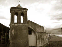 Antica chiesetta settecentesca oggi in disuso  - Puntalazzo (4795 clic)