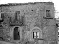 Tipica casa in pietra del luogo  - Montalbano elicona (6092 clic)