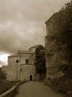 Abside della basilica della Madonna della Catena e parte del castello  - Castiglione di sicilia (3204 clic)