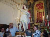 Istanti che precedono la chiusura della cappella di San Vito al termine della festa  - Macchia di giarre (5186 clic)
