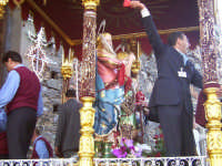 L'uscita del fercolo coi santi Alfio, Filadelfo e Cirino  - Sant'alfio (3516 clic)