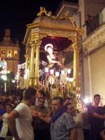 Il fercolo con San Giovanni Battista per le vie del paese  - San giovanni montebello (6104 clic)