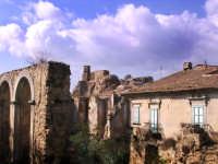 Vista della chiesa del SS. Salvatore tra i ruderi di un antico convento  - Nicosia (3344 clic)