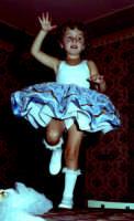 Lia Cottone vestita da verginella in occasione della festa in onore di M.S.S.D.Grazie.  - Montagnareale (2109 clic)