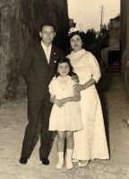 Vecchie foto:matrimonio Mario Spinella e Salvina Calabro'e la sorella Adelina.  - Sorrentini di patti (4757 clic)