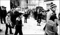 Processione S.Antonio. Vicino al Carabiniere si può notare l'ex Sindaco Rottino Giuseppe e il vicesindaco Buzzanca Giuseppe.  - Montagnareale (3344 clic)