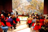 Centro Culturale S.sebastiano:Incontro con Licia Colò e l'Artista Alessandro Antonino. DSC_0153b Alle spalle dei relatori un'opera dell'Artista;il Mulino di Capo.  - Montagnareale (2565 clic)