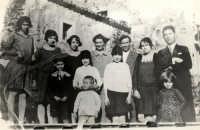 Vecchie foto:La Famiglia di mia madre. I miei Nonni Flavia Buzzanca  Antonino Spinella e i loro figli.  - Montagnareale (15078 clic)