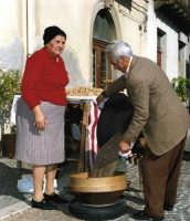 I CALIARI. Festa di S.Antonio Abate,11/Gennaio/1998  - Montagnareale (2621 clic)
