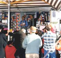 I pataccari.i famosi venditori di pacchi! Festa di S.Antonio,11/Gennaio/1998.  - Montagnareale (3185 clic)