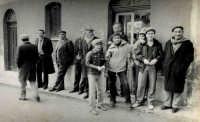 Vecchie foto:Davanti al Bar Pontillo.  - Montagnareale (5135 clic)