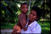 Mamma con bambino.  - Montagnareale (3256 clic)