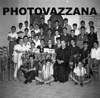 Archivio Vazzana-1962/1900-Padre Spiccia e i giovani di Montagnareale (5388 clic)