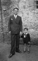 Vecchie foto:mio Zio Giuseppe Spinella e il figlio Mario a tre anni.  - Montagnareale (3326 clic)